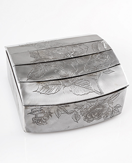 Jewellery box engraved and etched with roses, leaves and buds