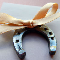 horseshoe bow